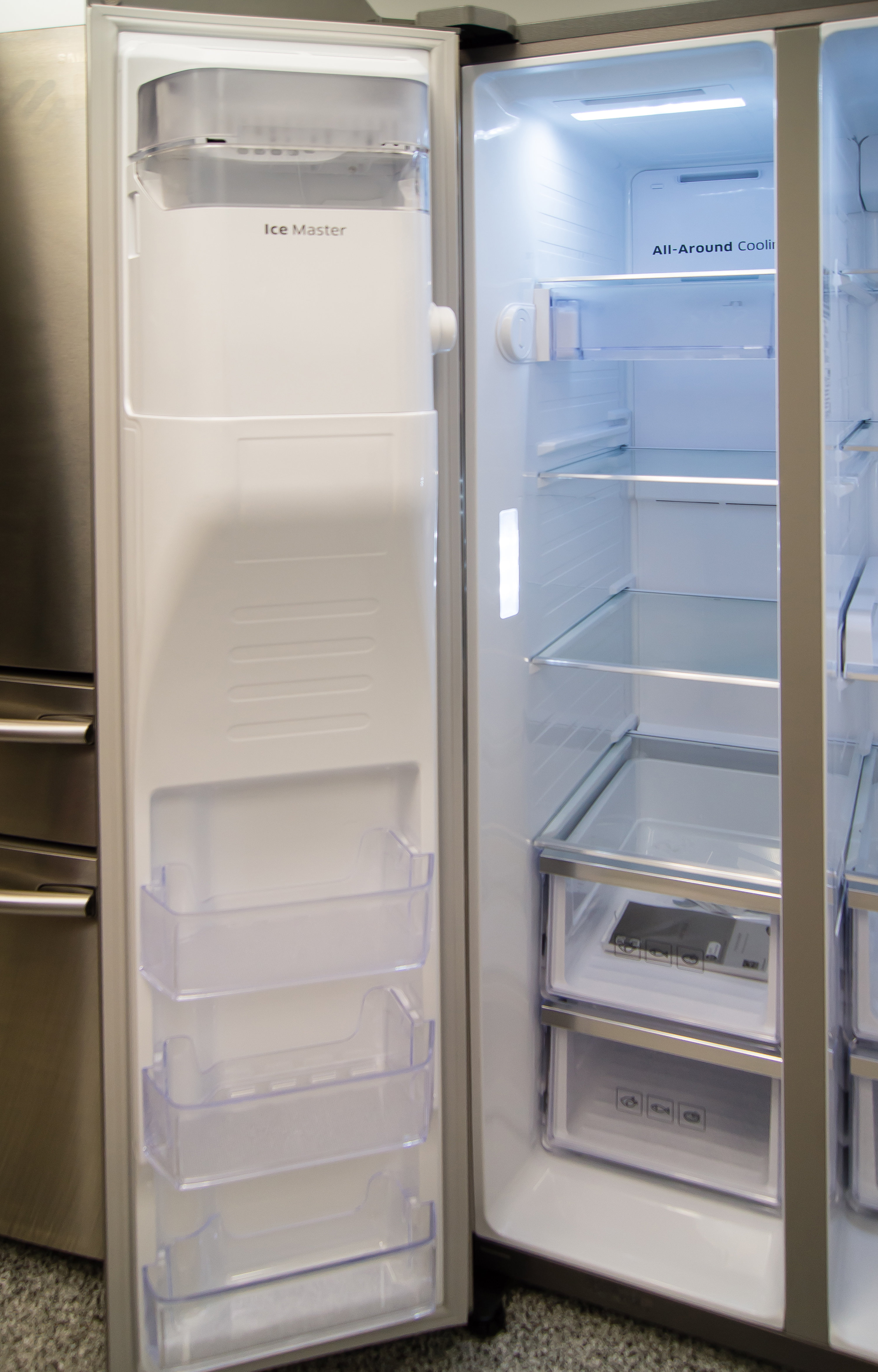 As door-in-door storage only effects the fresh side, the Samsung RH29H9000SR Food Showcase's freezer compartment remains unaltered.