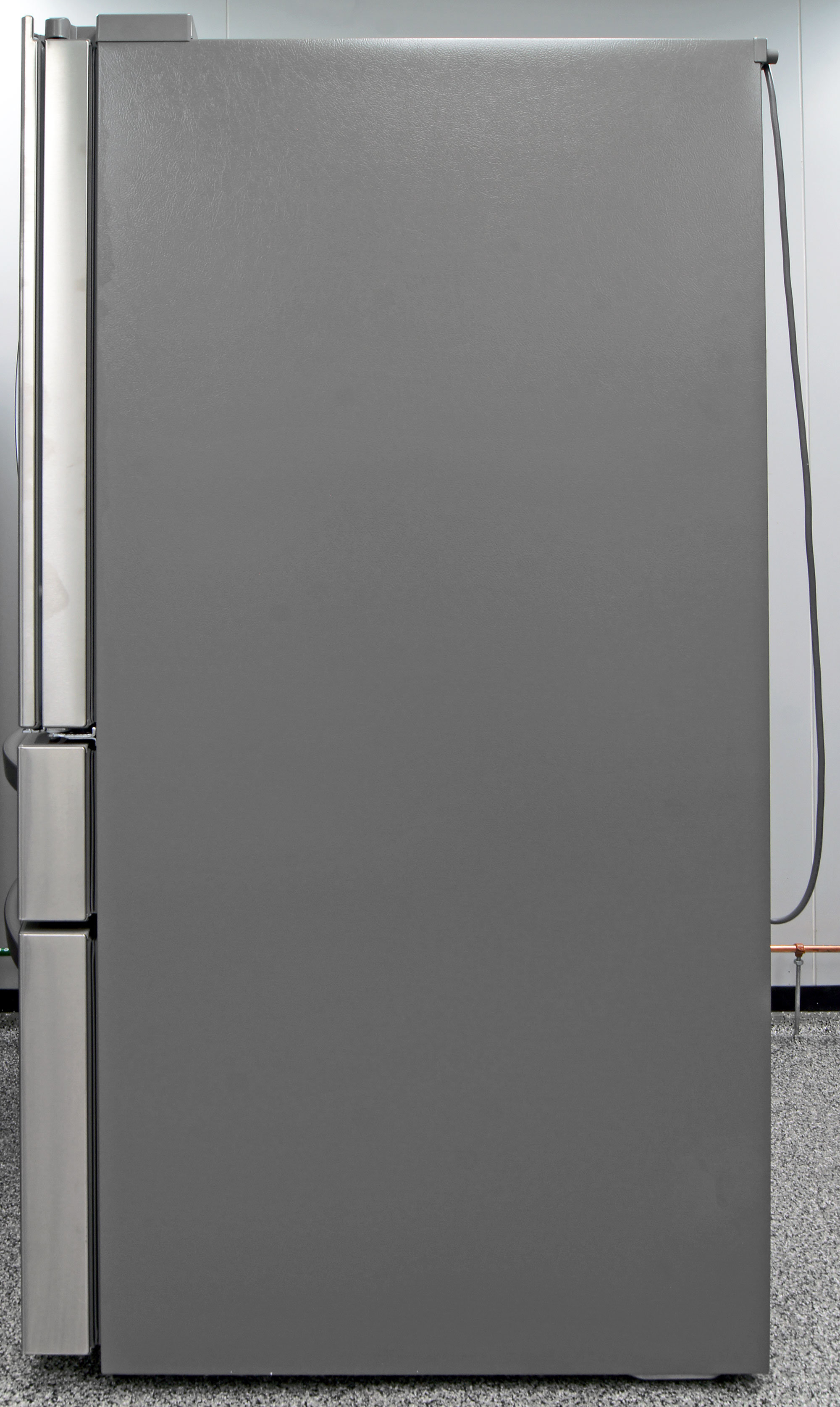 Gray matte sides complement the stainless exterior of the LG LMXS30776S.