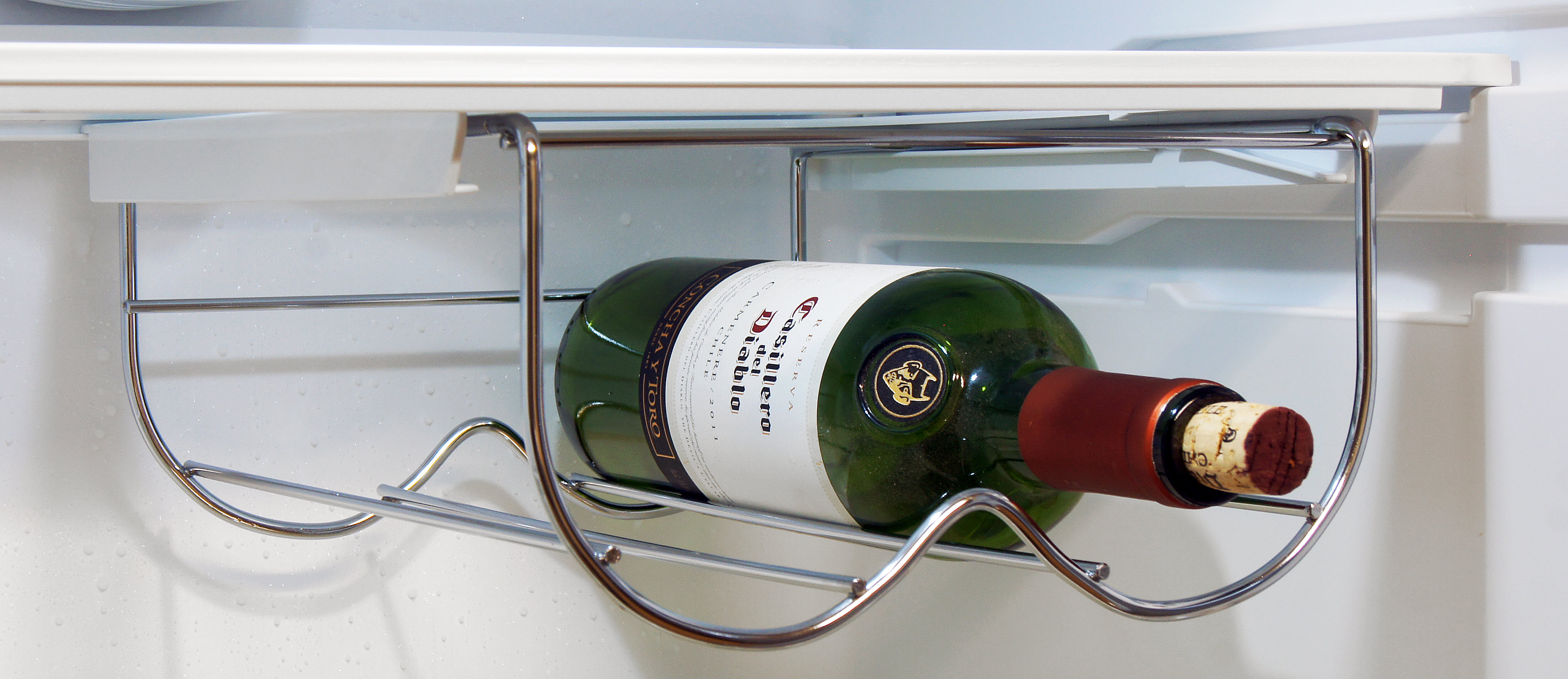 The Fagor FFJA4845X's wine rack can fit two bottles, and can also slide left and right for optimal storage in relation to your other groceries.