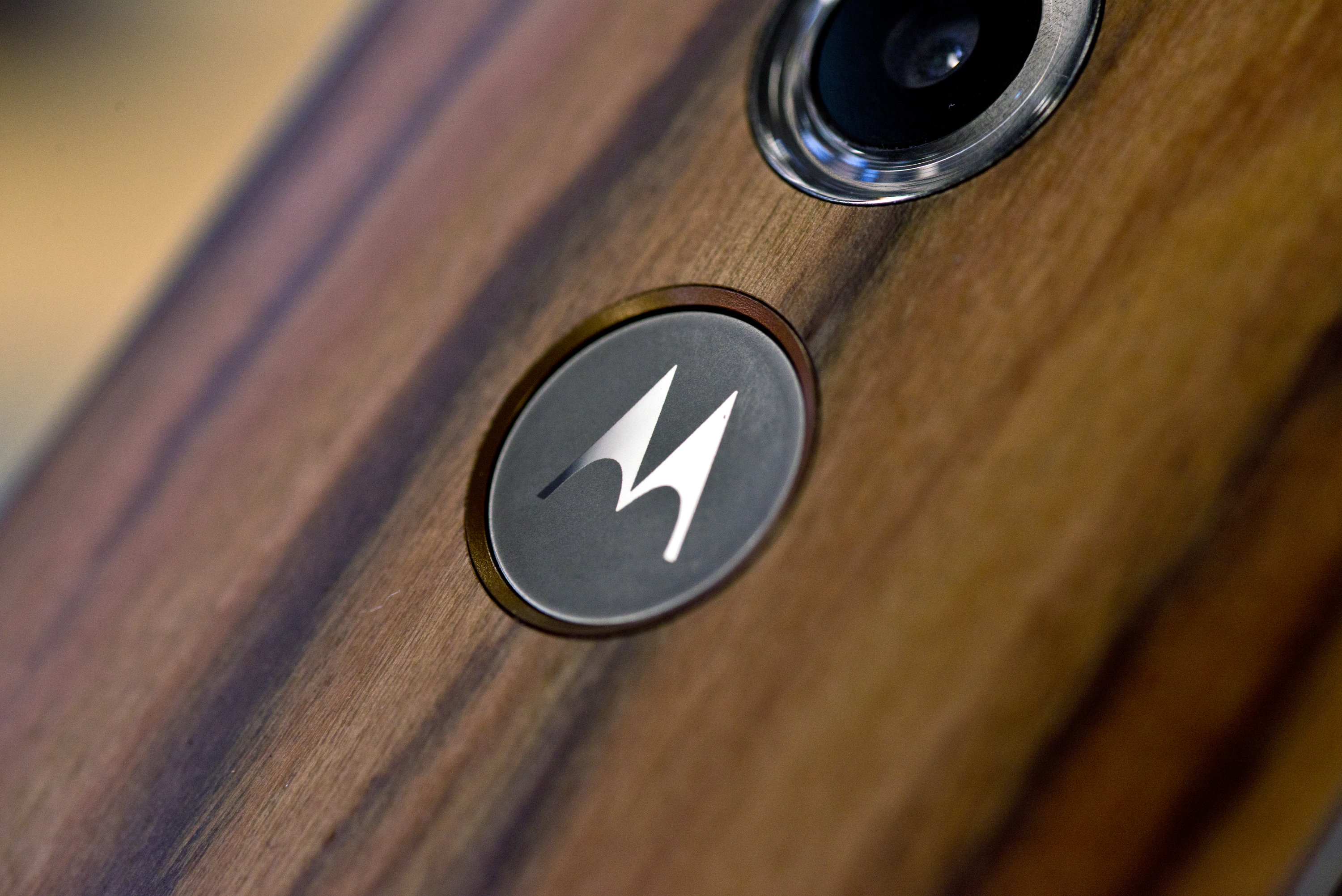 The Motorola logo on the Motorola Moto X (2014 edition)