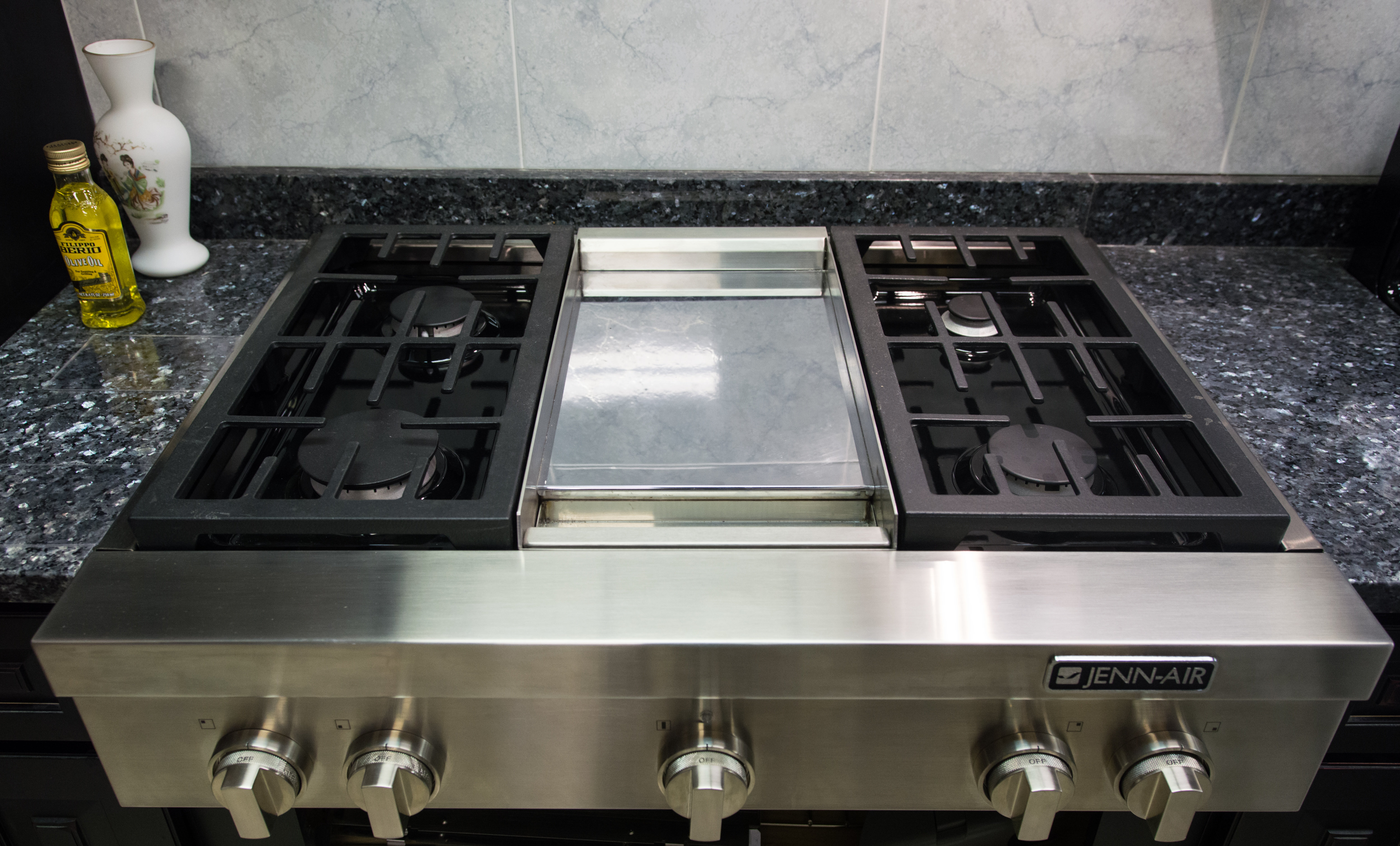 Jenn-Air JGCP536WP 36-Inch Gas Rangetop Review - Reviewed.com ...
