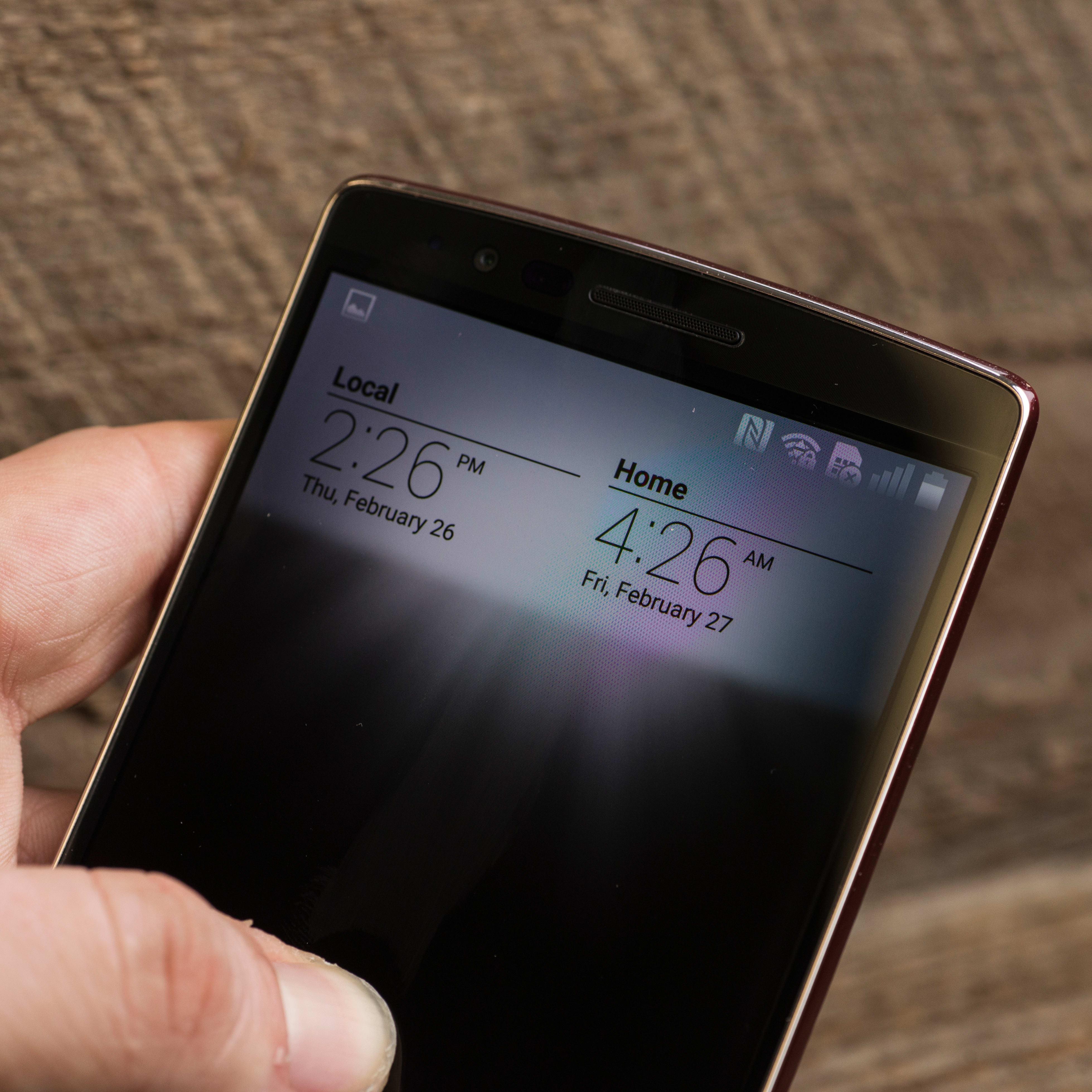 A photograph of the LG G Flex 2's hidden notifications.
