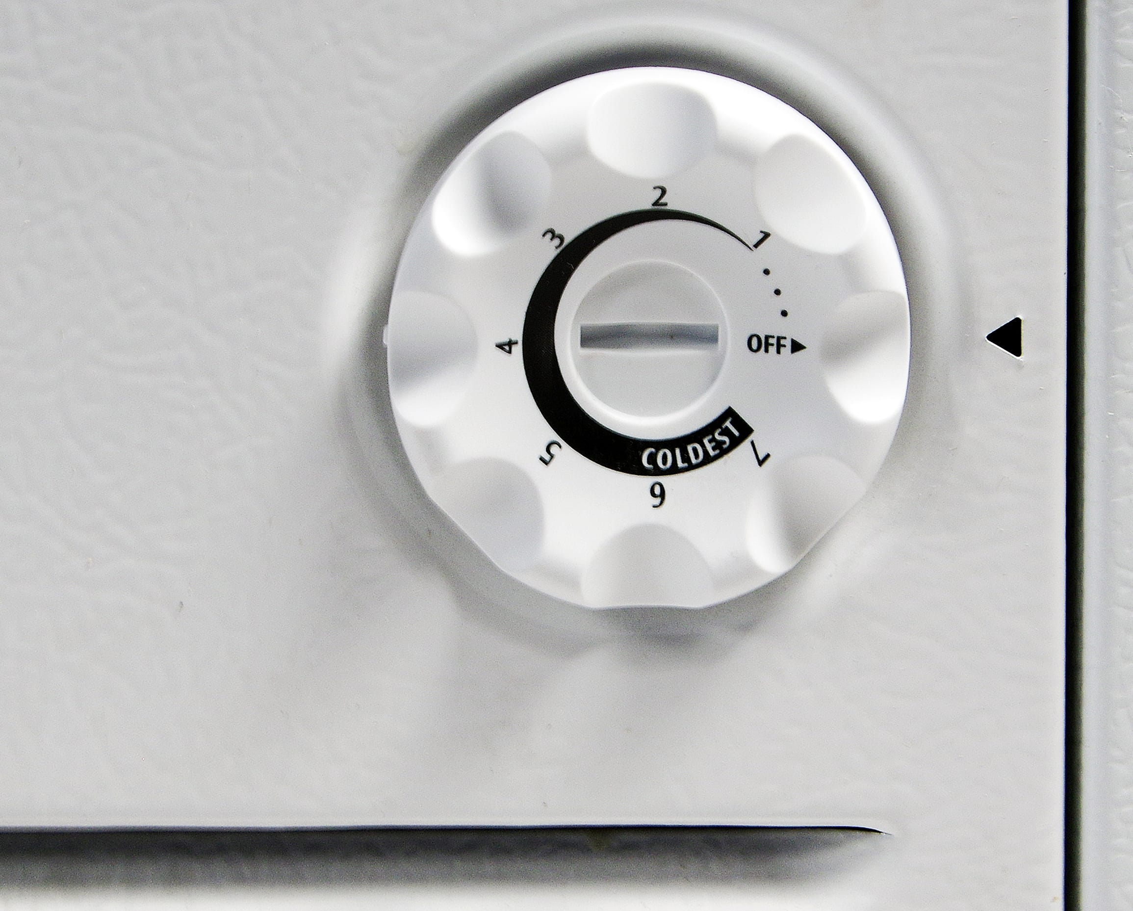 A basic knob thermostat controls internal temperatures inside the Frigidaire Gallery FGCH25M8LW.