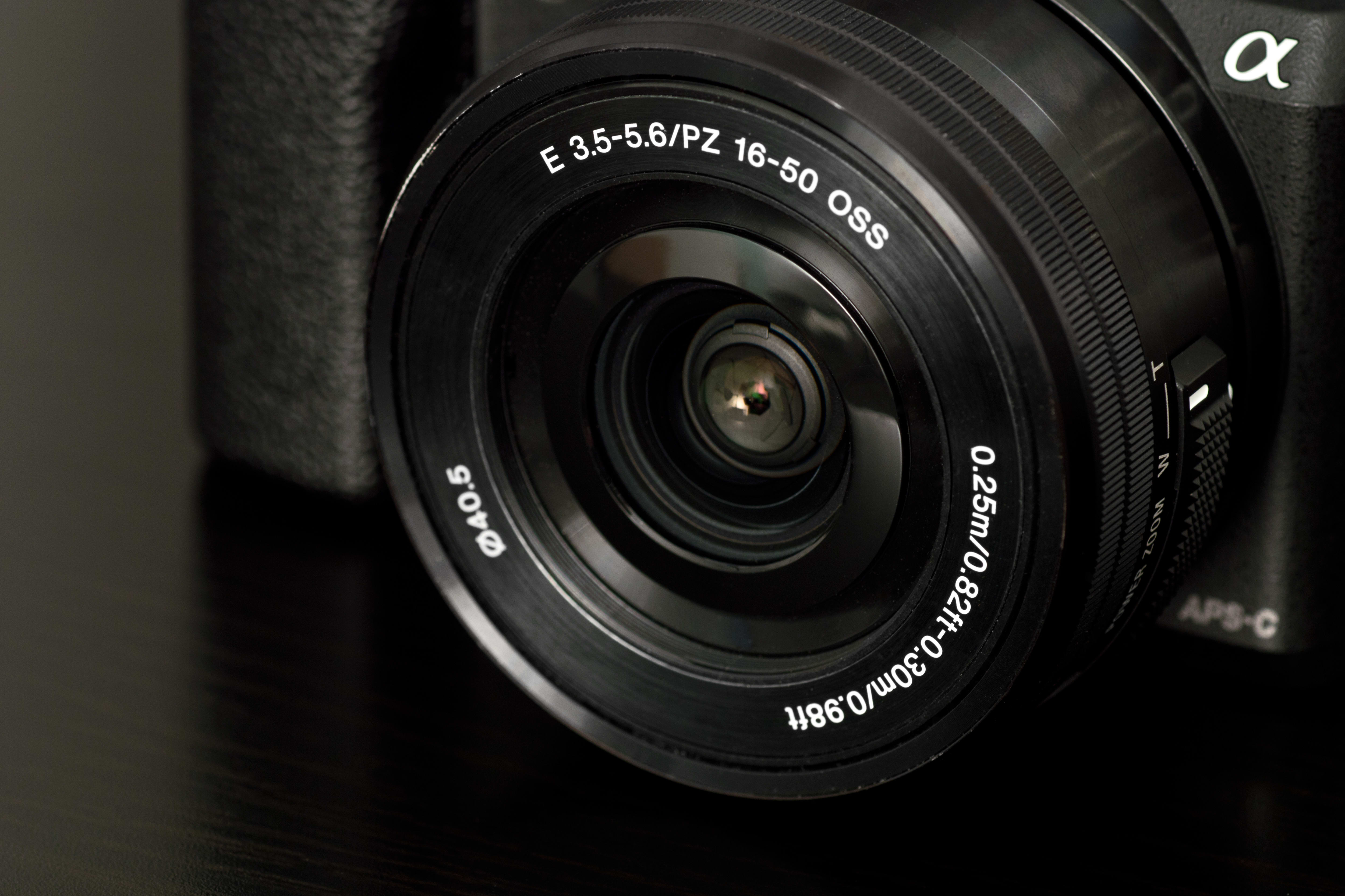 Shot of the 16-50mm f/3.5-5.6 lens on the Sony A5100.