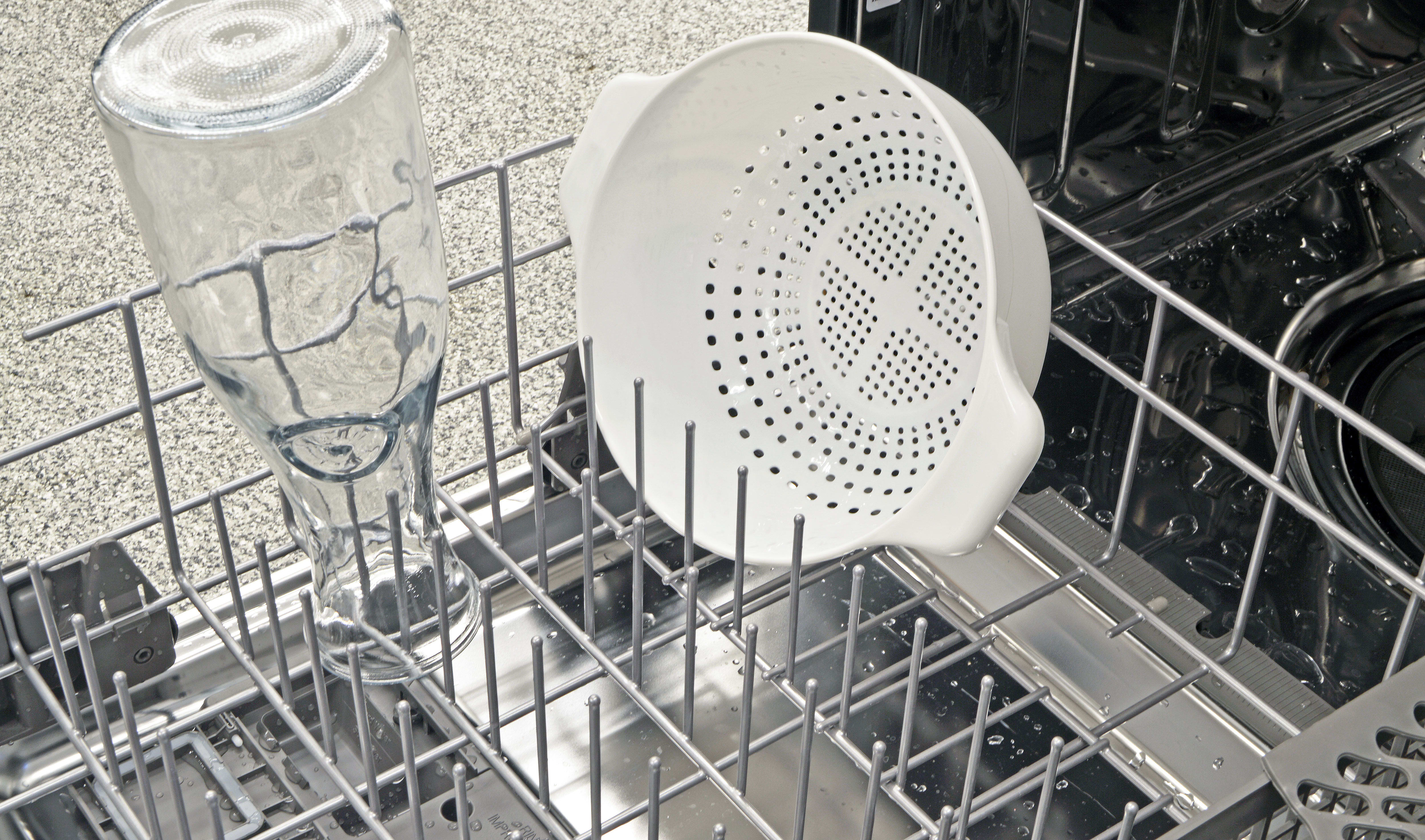 With the IKEA Renlig IUD8555DX's tines down, though, you do get one wide row suitable for larger pots and pans.