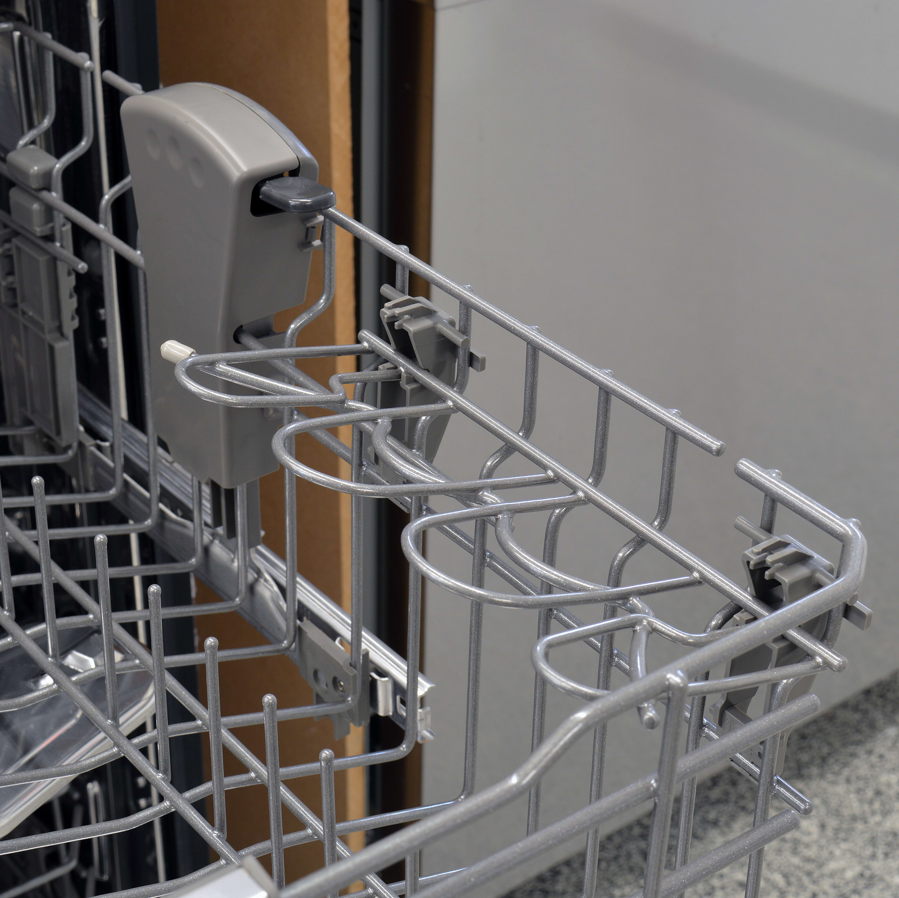 Maytag MDB8969SDM top rack with height adjustment and cup shelf