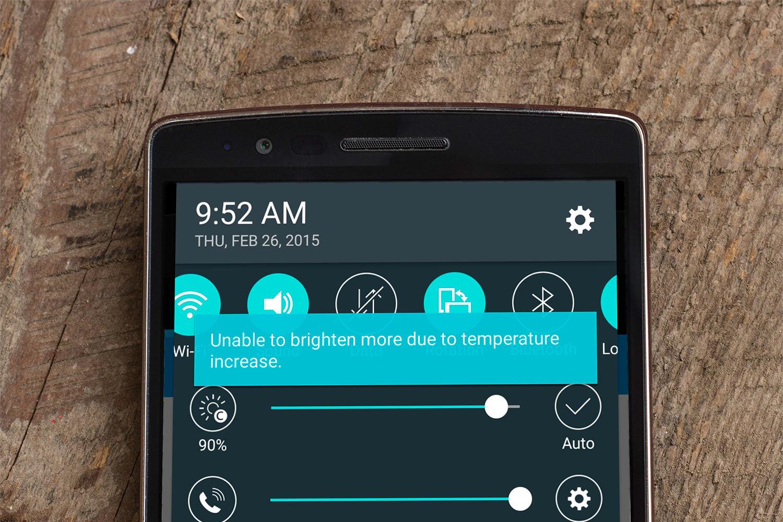 A photograph of the LG G Flex 2's heat throttling notification.