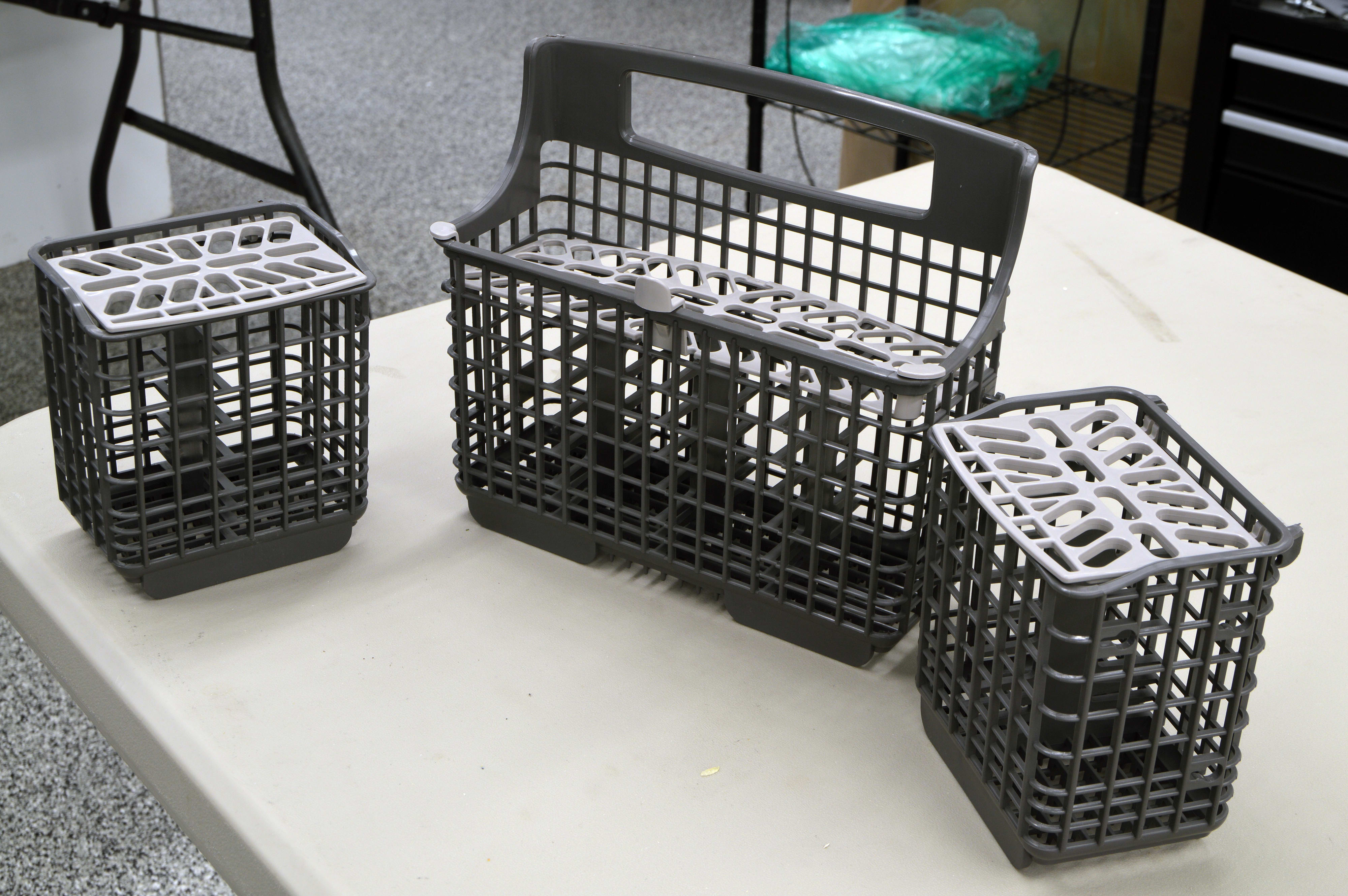 Cutlery basket divided into three sections