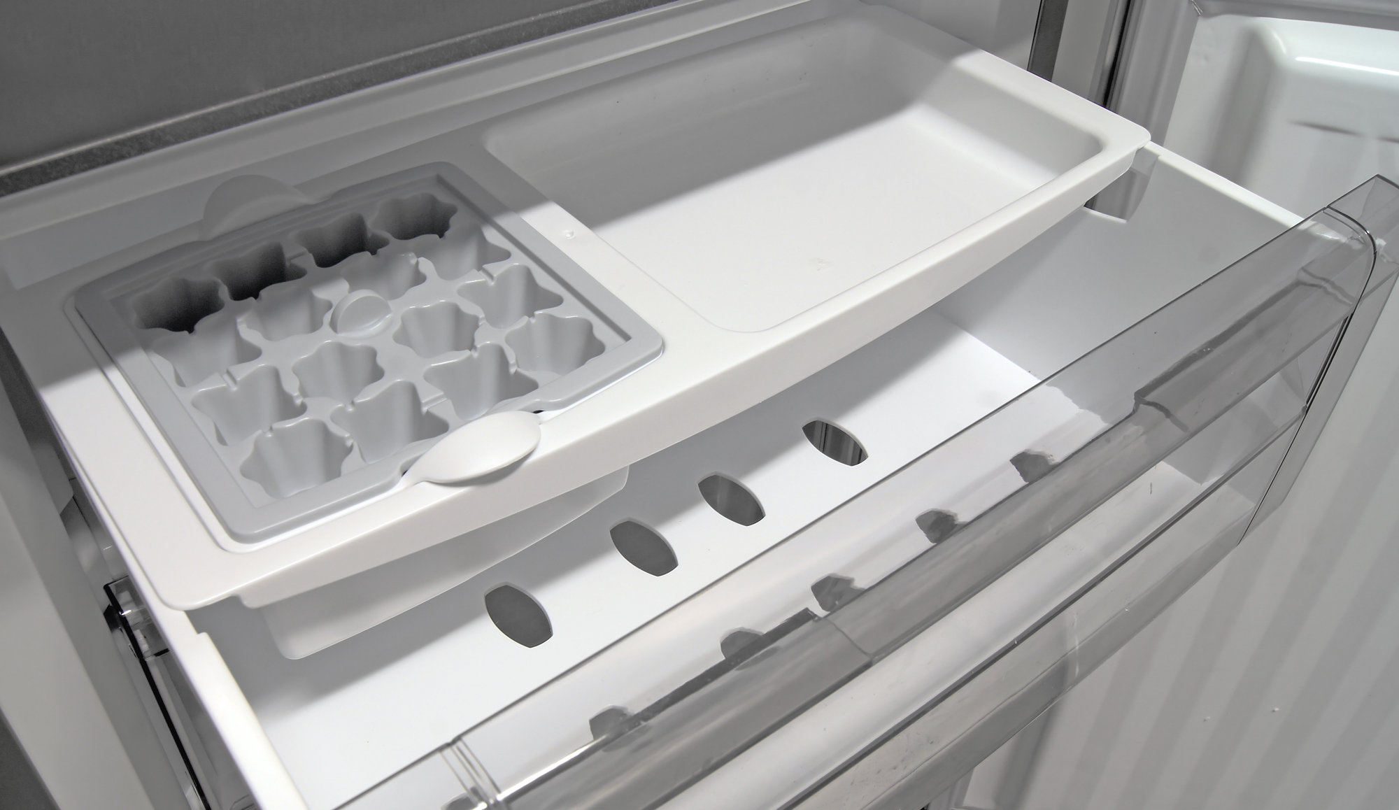 There's no icemaker in the Fagor FFJA4845X, but you do get a small plastic ice cube rack and short upper shelf, both of which are easily removable.