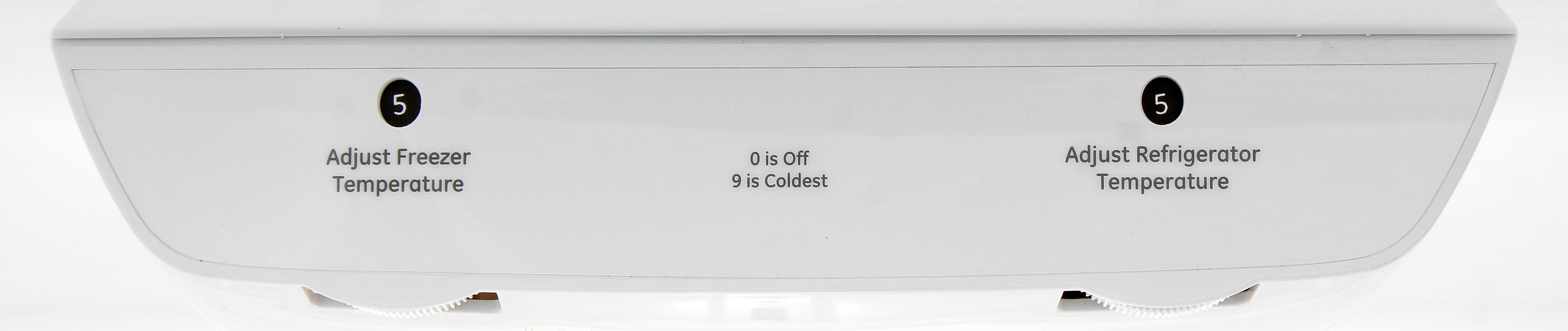 Aside from the thermostat dial controls, there are no adjustable settings or features found in the GE Artistry ABE20EGEBS.