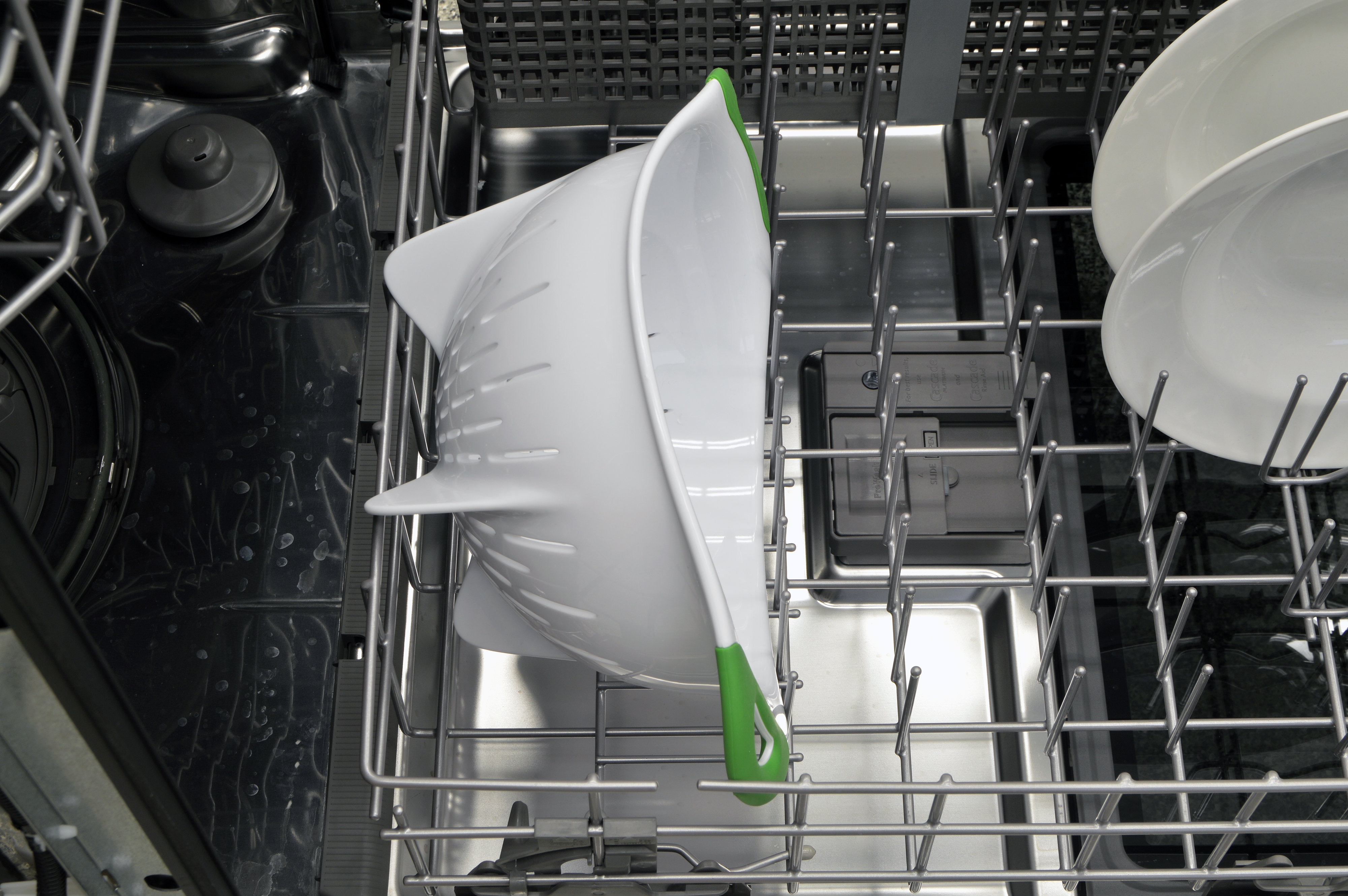 Colander sitting in the lower rack