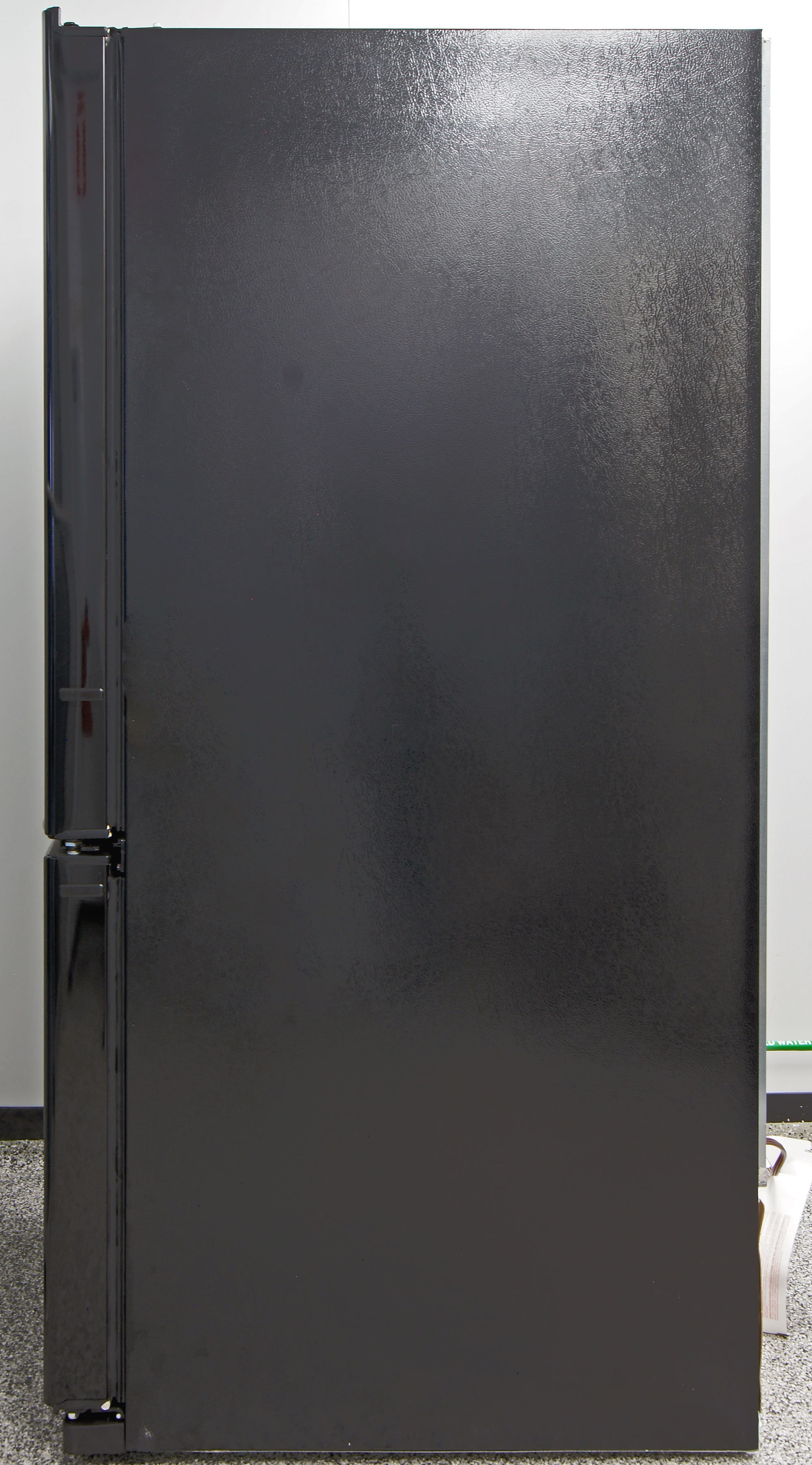 Black matte sides match the high gloss front of the GE Artistry ABE20EGEBS.