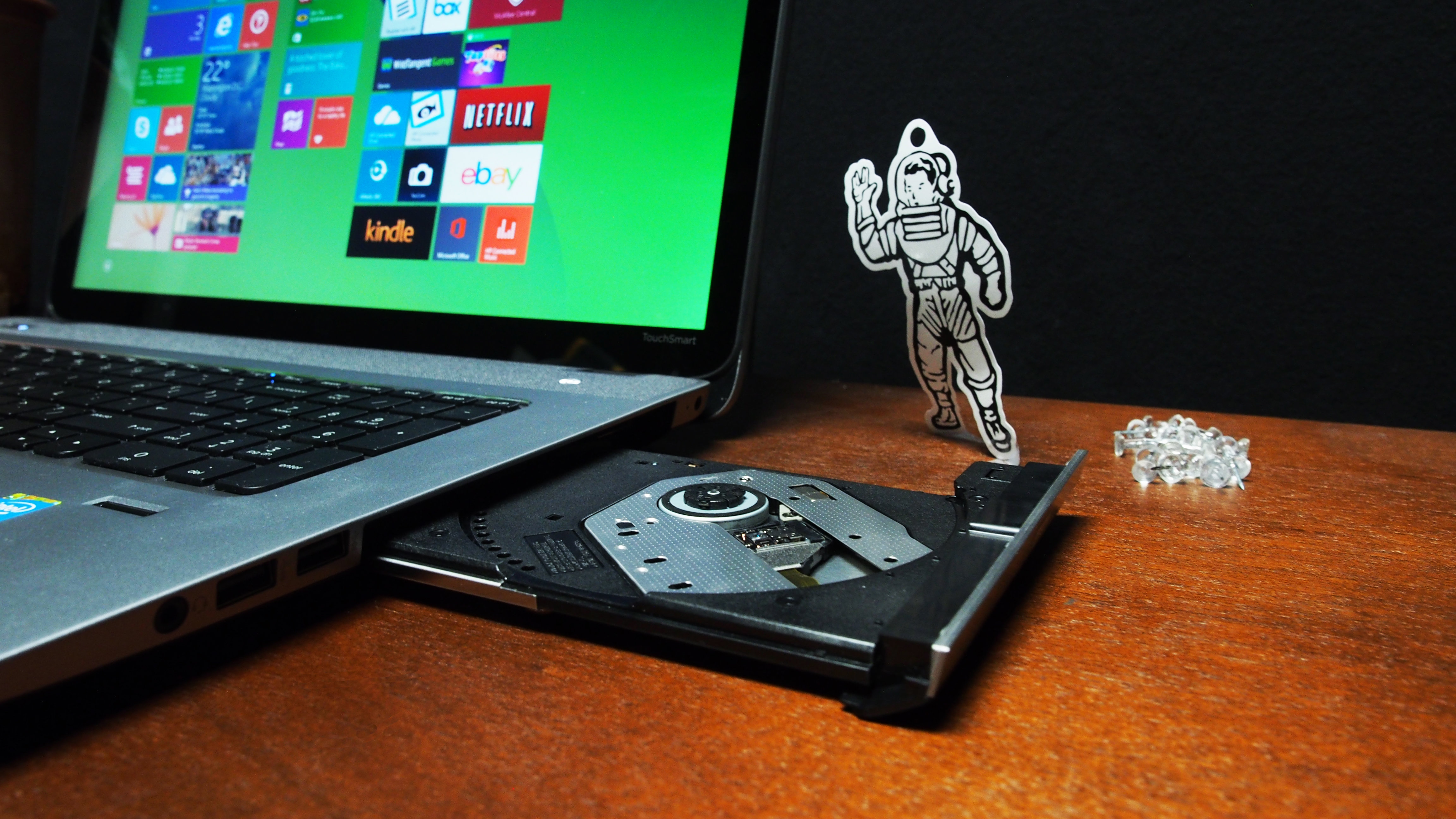 A CD/DVD drive can be found on the HP Envy's right side.