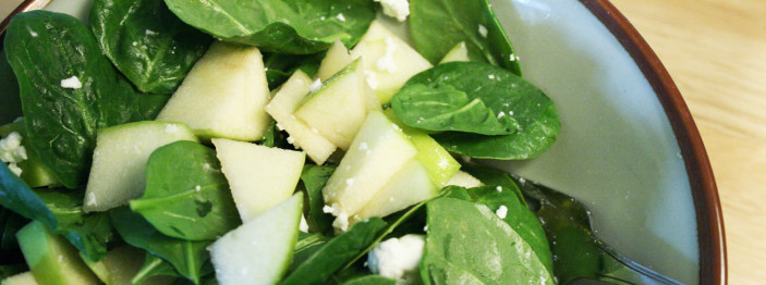 https://reviewed-production.s3.amazonaws.com/attachment/5afeff7d9bf8436f/spinach-apple-salad-hero.jpg