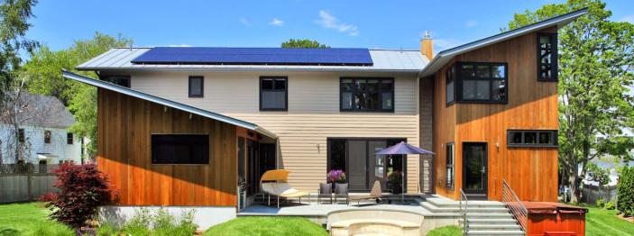 https://reviewed-production.s3.amazonaws.com/attachment/b4294dec9c844965/sunpower-solar-panel-house-hero.jpg