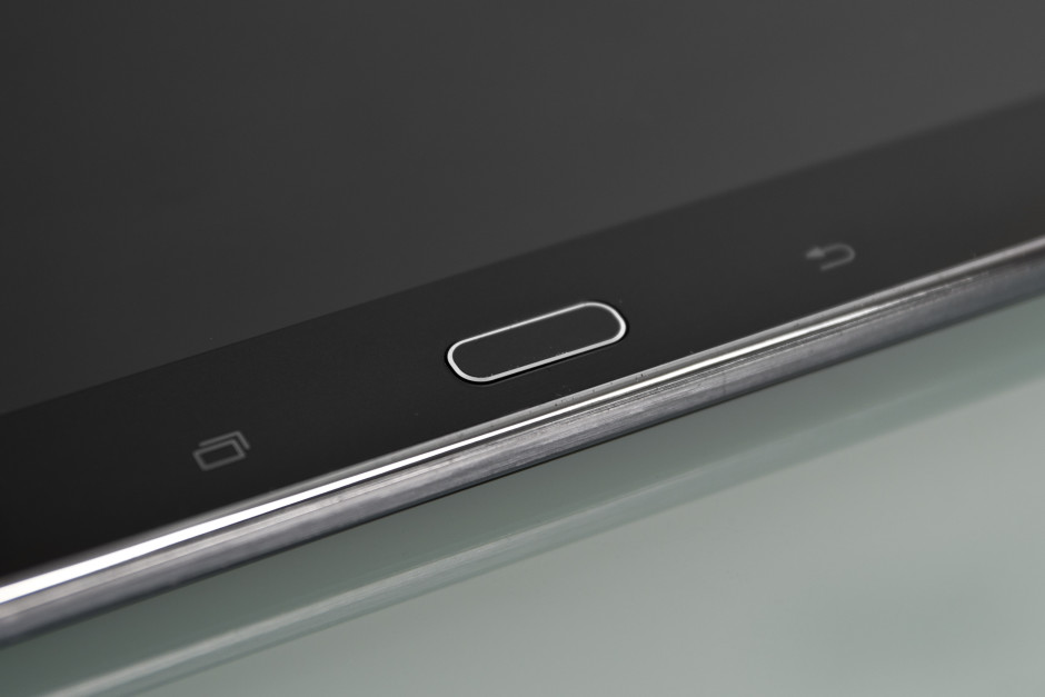 Samsung-galaxy-Note-Pro-12-2-review-design-buttons.jpg