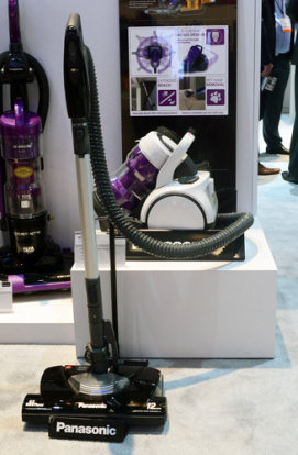 bringing lgu0027s jet force line into the canister world the mccl935 has tons of potential mobile effective quiet we expect a lot from this vacuum - Panasonic Canister Vacuum