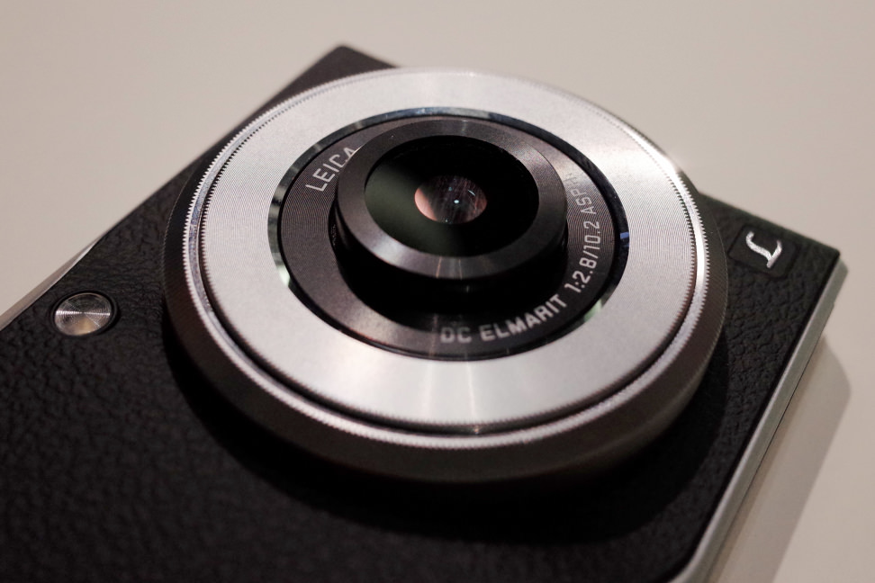 lumix-cm1-lens-pop.jpg