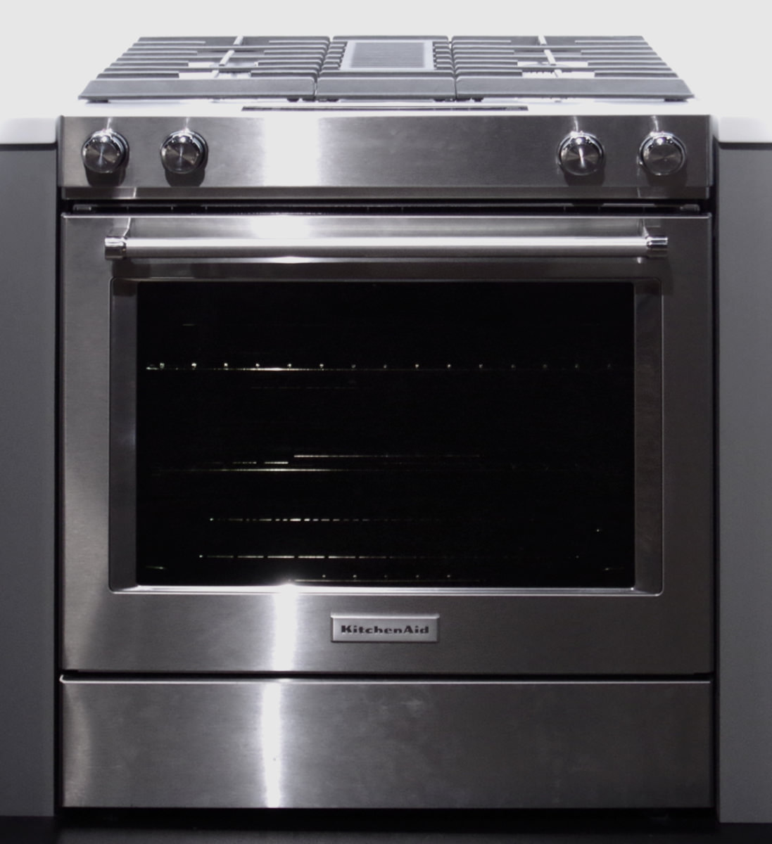 The Kitchenaid Ksdg950ess Downdraft Range Features Builtin Ventilation  Between The Two Rows Of Burners