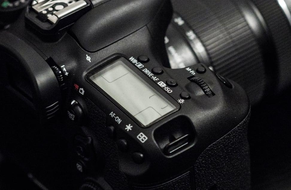 CANON-7D-MK2-DESIGN-STATUS-LCD.jpg