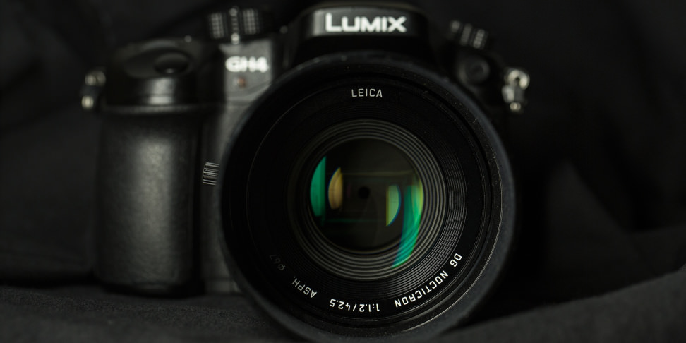 panasonic-42-5-f12-nocticron-review-design-front-wide.jpg