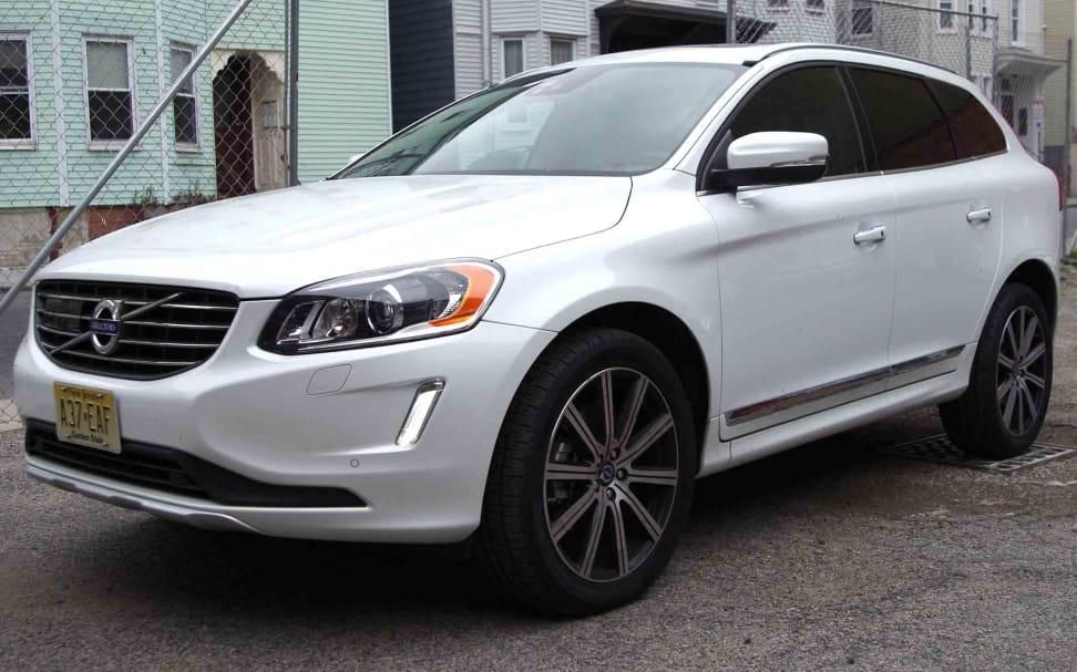 2015-Volvo-XC60-Vanity.jpg