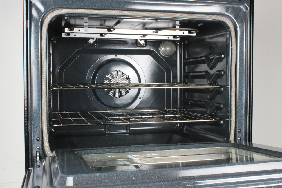 Whirlpool WFE525C0BS oven cavity