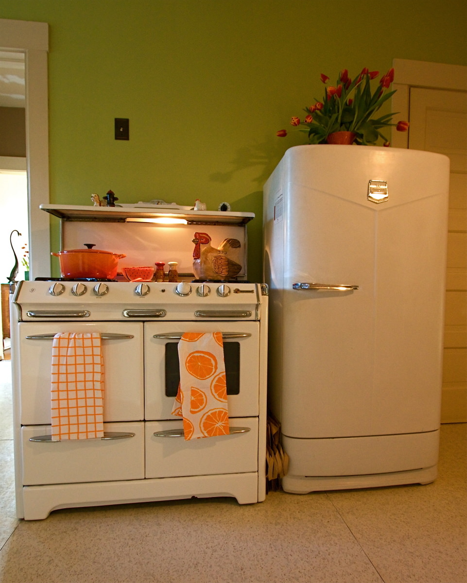 Retro Style Kitchen Appliance 10 Vintage Appliances That Stood The Test Of Time Reviewedcom Ovens