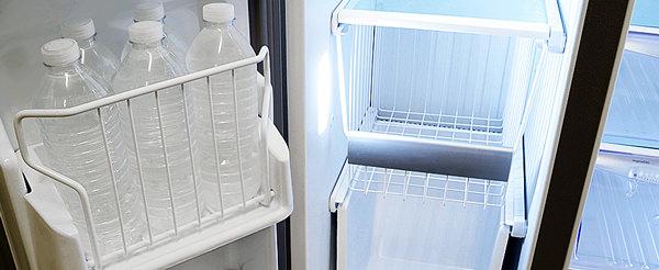 Frigidaire-Professional-FPHS2699PF-water-bottles.jpg