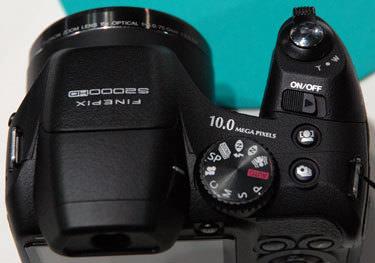 Fujifilm-finepix-s2000hd-top-375.jpg