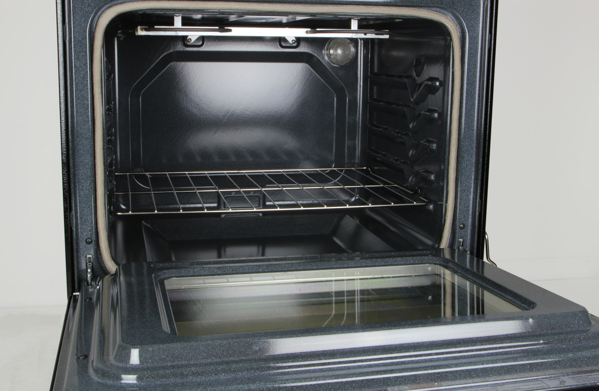 whirlpool wfe515s0es oven cavity the spacious 53 cubicft cavity has 2 standard racks inside