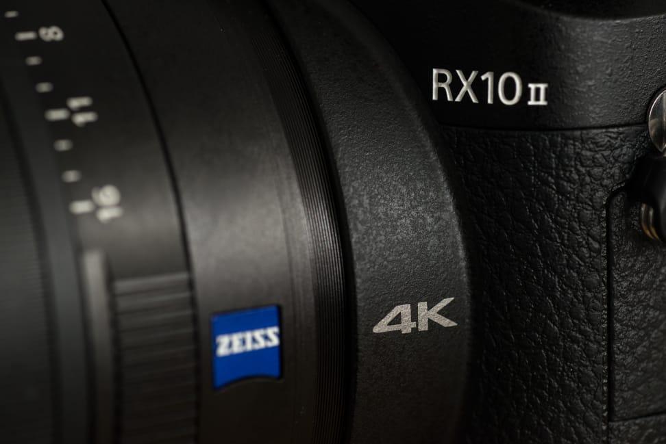 Sony Cyber-Shot RX10 II Design 4K Logo