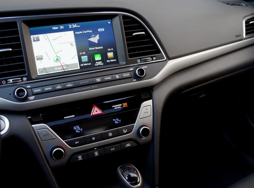 2017 Hyundai Elantra Dash