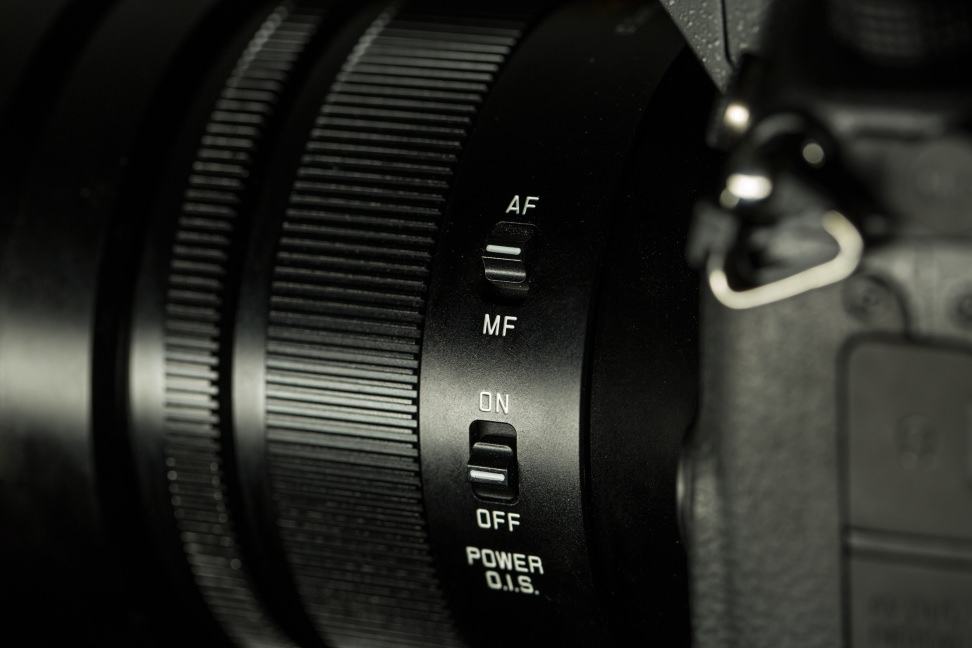 panasonic-42-5-f12-nocticron-review-design-mode-switches.jpg