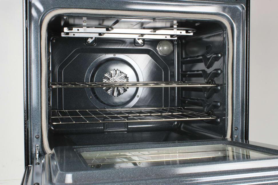 Whirlpool WFE525C0BS oven cavity