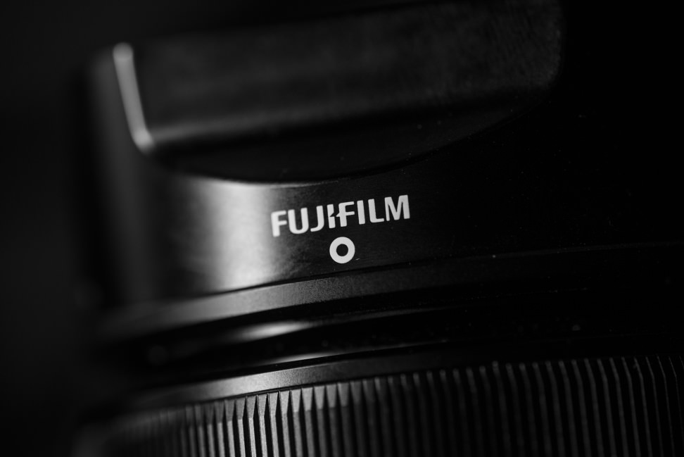 fuji-35mm-f1p4-review-design-hood.jpg