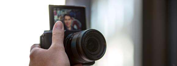 Canon eos m3 review design selfie front