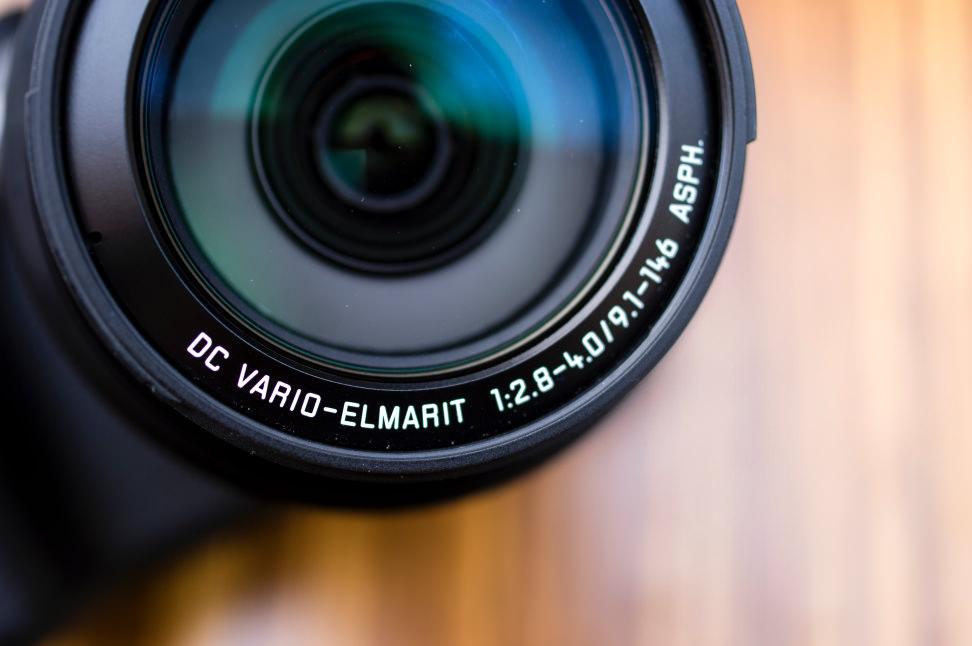 lumix-fz1000-lensspecs.jpg