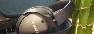 Bose qc 25 folded in case