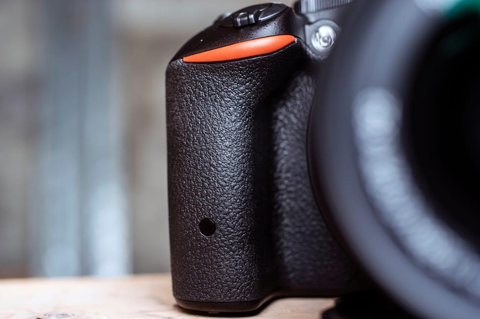 Nikon-D5500-Review-Design-Grip.jpg