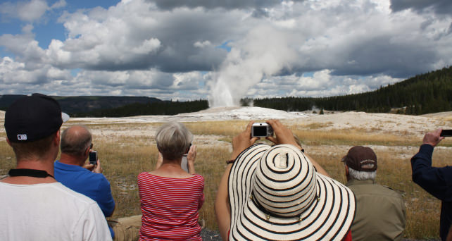 yellowstone-tourists.jpg