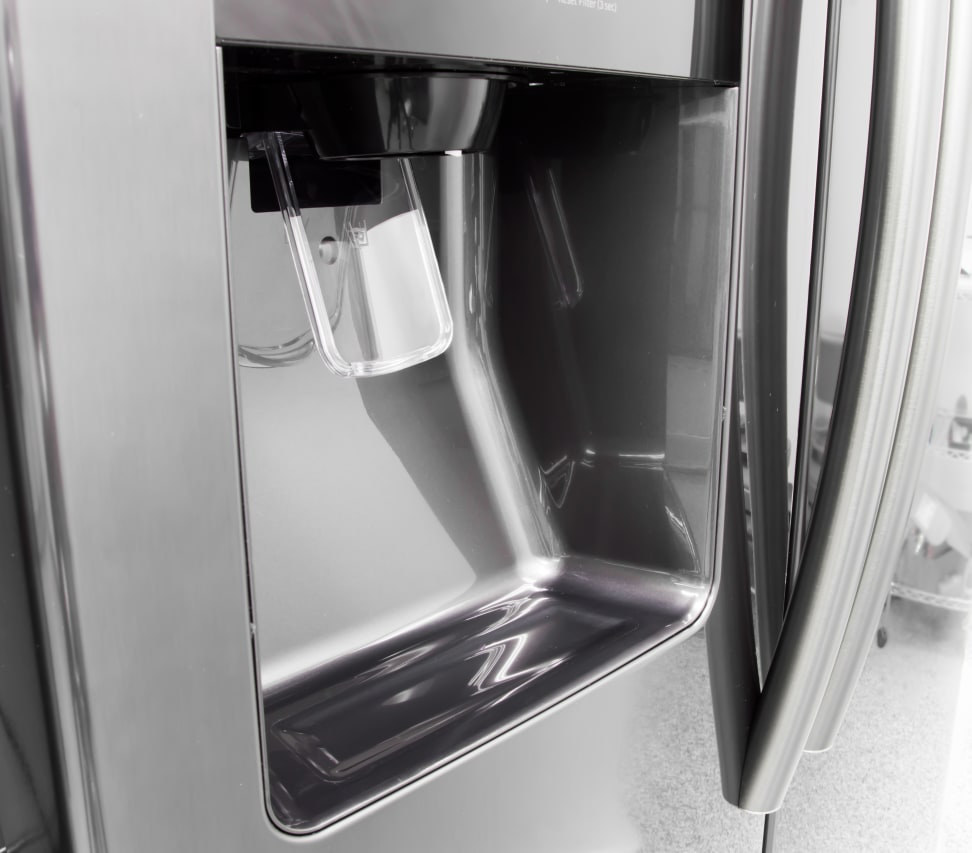 Samsung-RS25J500DSG-water-dispenser